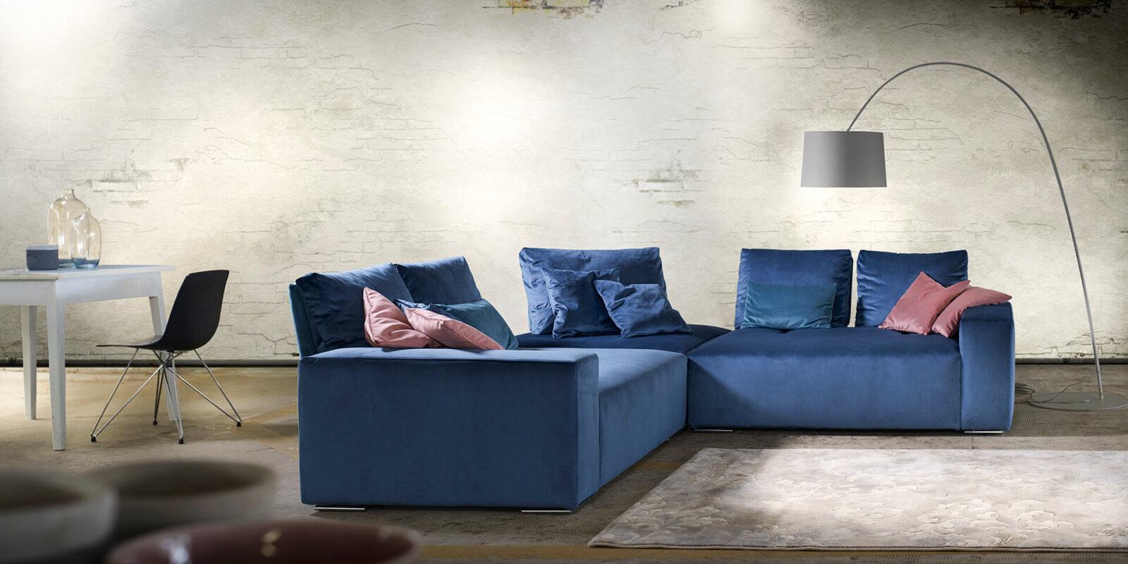 divano On - Off sfondo